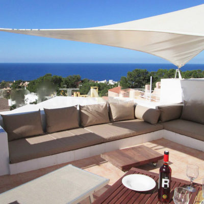 Charming house with sea views and tourist rental license