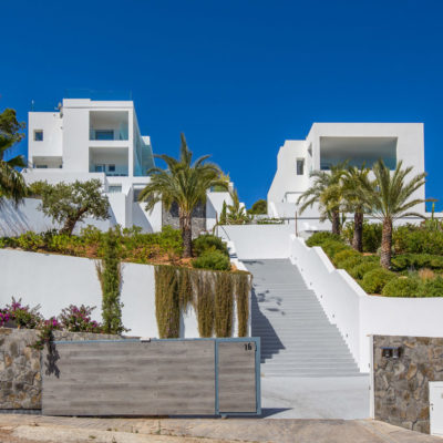 Luxury twin villas with spectacular sea views and tourist rental license