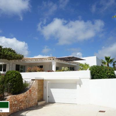 Wunderschöne, komplett renovierte Villa in Vista Alegre mit fantastischem Meerblick