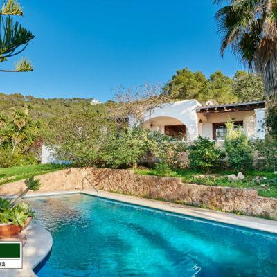 Beautiful Mediterranean villa with stunning views on the west coast